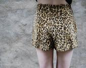 70s High Waist Leopard Shorts Small 27