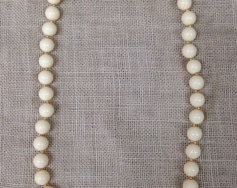 """Vintage unmarked Napier 14"""" necklace  / cream colored beads"""