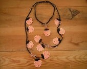crochet lariat necklace, large roses, salmon black