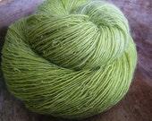 Lime Tree - NewZealand wool - single thread handspun shawl yarn 100gr 426m