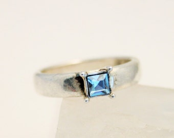 Vintage ring. Blue crystal ring. Silverplated.  UK size T.  US size 9 1/2