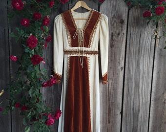 SALE!!!!   Vintage Renaissance Gunne Sax Dress