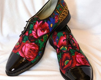 Derby shoes in Black patent leather and platok Russian flower print Lady Oxford Customized shoes