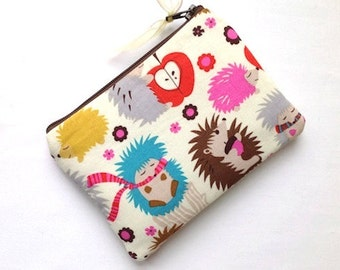 Small Zipper Pouch Coin Purse Gadget Case Card Case Padded Cosmetic Bag Change Purse Hedgehog Meadow Cream