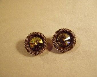 Vintage Ermani Bulatti Signed Clip Earrings Brass Mesh Green Iridescent Rivoli Rhinestone 7960
