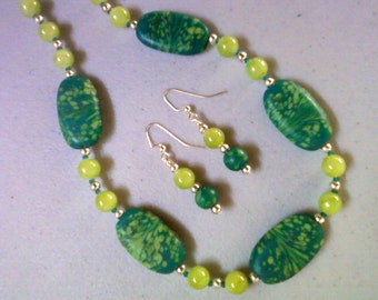 Lime and Emerald Green Neckalce and Earrings (0388)