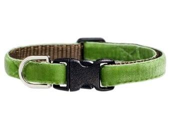 """Cat Collar - """"The Lucky Charm"""" - Cat Collar - Green Velvet"""