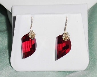 38 cts Natural Fancy cut Red Topaz gemstones, 14kt yellow gold Pierced Earrings
