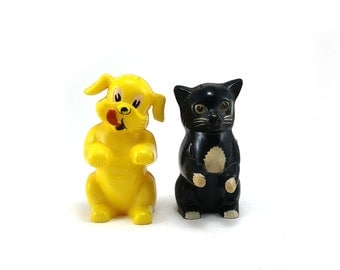 Cat and dog salt and pepper shaker / F&F / Fifi and Fido / Ken-L-Ration promo item