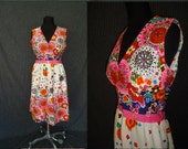 Bright Colorful Floral Sleeveless Vintage 1960's Spring Summer Dress S M