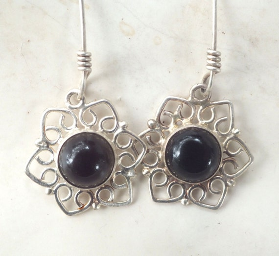 Onyx and Sterling Silver Filigree Star Earring
