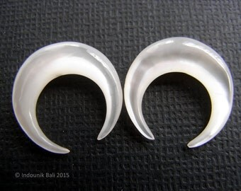 Micro Double Horn 15mm Carved Mother of Pearl Shell Earring Pair Drilled Beads Jewelry Supplies