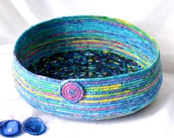 Blue Cat Bed, Handmade Tropical Blue Batik Pet Bed, Modern Pet Bed, Caribbean Blue Batik Fabric Basket