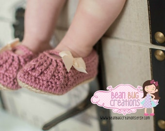 Baby shoes / crib shoes / infant shoes / mary jane shoes / mary jane / baptism shoes / infant crib shoes / bow shoes / sitter set