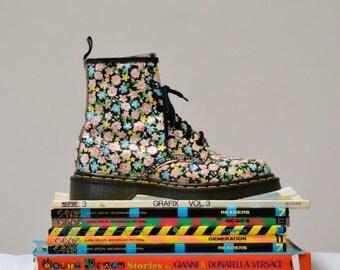 90s Vintage Dr. Martens Floral Print Boots Size 7  7 1/2 // Vintage Floral Doc Marten Boots Size 5 UK Made in England