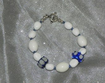 Blue and white braceletwith lampwork