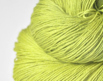 Splitted lime  - Merino/Silk Fingering Yarn Superwash