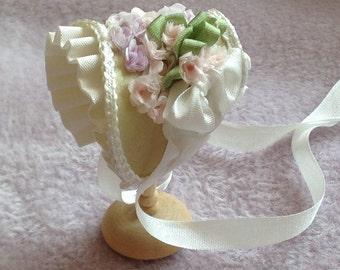 Handmade 1/12th scale dollshouse beautiful pale green silk bonnet