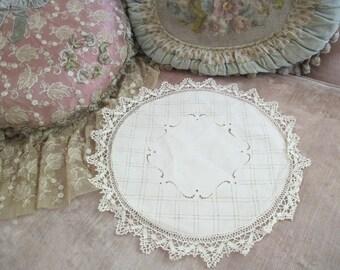 Lovely Antique Vintage Linen Cluny Bobbin Lace Doily Cream Drawnwork N138