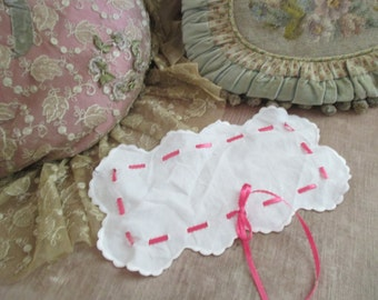 Vintage Doily Scalloped With Pink Ribbon Insert White Shabby Chic X63