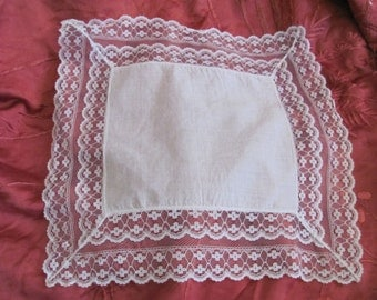 Beautiful Solid  White Lace Trim Hankie Handkerchief