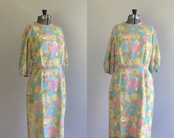 Vintage 1960s Pastel Floral Print Dress. 60s Wiggle Dress. Sixties Day Dress. Size Small Medium