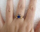 Vintage 14K Gold Claddagh Blue Sapphire CZ ring, Size 6.5