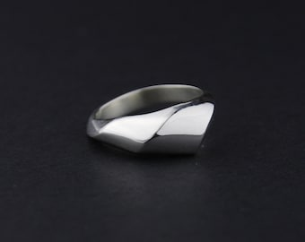 Small Swell Waved Ring: Sterling Silver