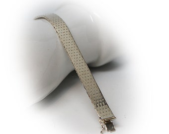 Elegant Sterling Silver Meshed Link Bracelet with Double Lock Clasp