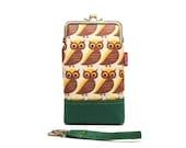 Watchful owls smartphone kisslock sleeve