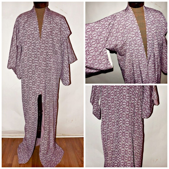 Vintage Lavender or Purple Kimono. Silk Robe. Lined. Juban. Mens. Womens.