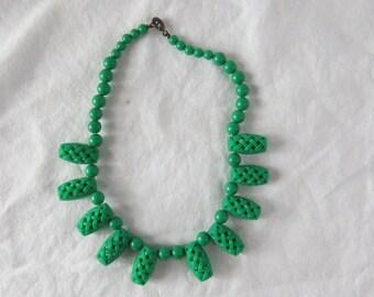 Vintage 1960's Green Plastic Costume Jewelry Necklace
