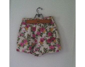 ON SALE---Vintage 1980s floral high waist denim shorts 27 inch waist off white some wear