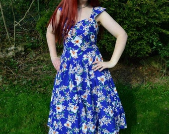 Hibiscus print 80s does 50s tiki sun dress