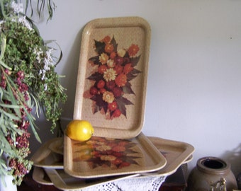 1970's Vintage Set 6 Metal Breakfast Serving Trays with Straw Flowers Motif