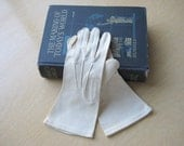 Beige Cotton Gloves by Fownes Ladies Size 6 1/2