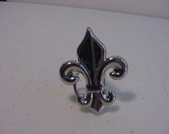 Vintage Fleur De Lis Scarf Holder  15 - 916