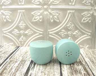Vintage Robin's Egg Blue Salt and Pepper Shakers, Eames Era Salt and Pepper Shakers,  Blue Speckled Salt and Pepper Shakers, Aqua Blue