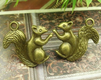6pcs   Antiqued Vintage Bronze Squirrel Charms / Pendant