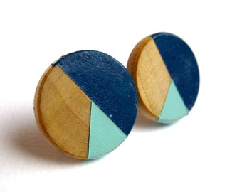 Geometrical round earrings in royal blue and mint/light blue