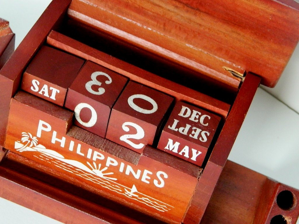 Philippines Wooden Perpetual Desk Calendar Ash Tray By