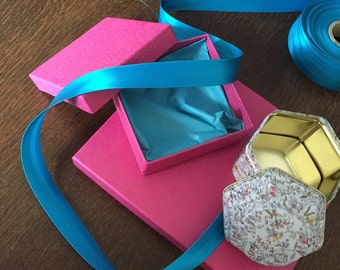 Add a gift wrapping to your items!