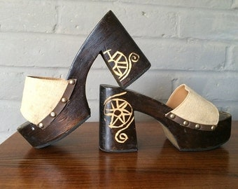 Groovy Wooden Vintage Hippie Platform Shoes Chunky Heels Canvas Tops Hand Carved Tribal Icons Wood Mules Slides Great with Bell Bottoms SZ 7
