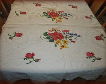 Vintage 1940's Hand Cross Stitched Large Tablecloth With Napkins