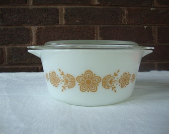 Vintage Pyrex Gold Butterfly Casserole Dish with Lid # 474-B 1.5 qt