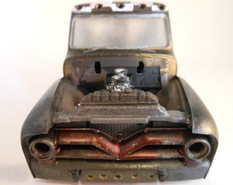 Rat Rod Scale Model Truck by Classicwrecks in black and gold