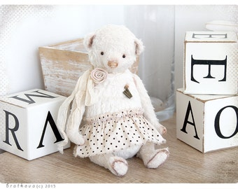 Shabby chic style Bear W 8,5 inch of White Wedding Snow collection
