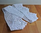 White Cotton Crochet Pillowcase Edging.
