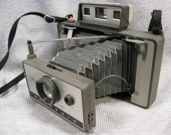Polaroid Automatic 320 Land Camera Vintage