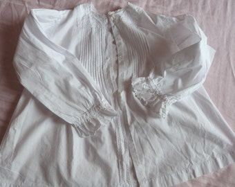 Antique French handworked pleated white linen blouse shirt chemise camisole w embrodery, mother of pearl buttons, white blouse w pleats